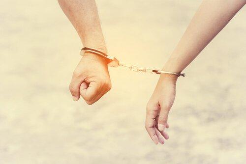No sé vivir sin ti: ¿amor o dependencia emocional?